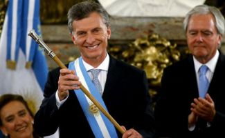 macri-presidente-baston